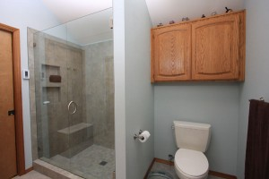 Gingo Master Bathroom